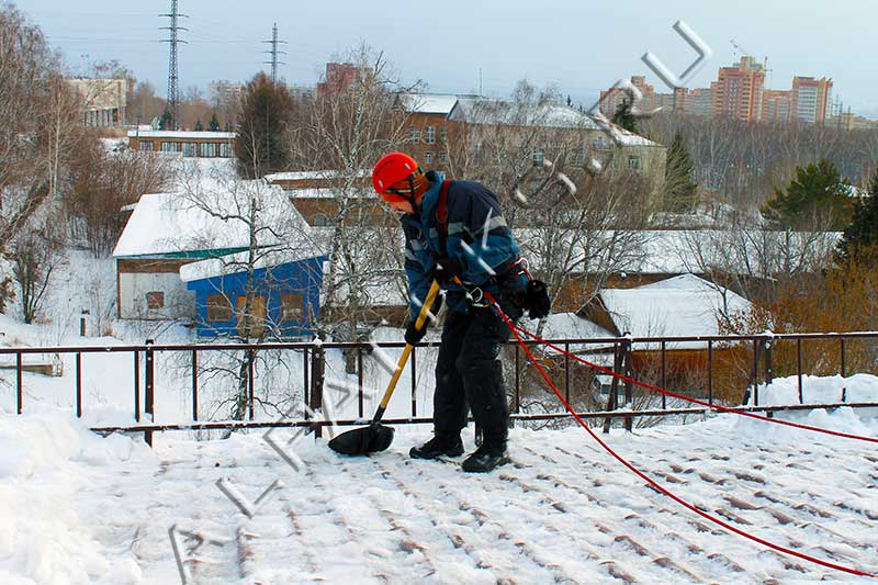 Уборка крыш от снега приспособления